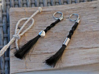 Schlüsselanhänger Pferdehaar halboffen mit Gravur