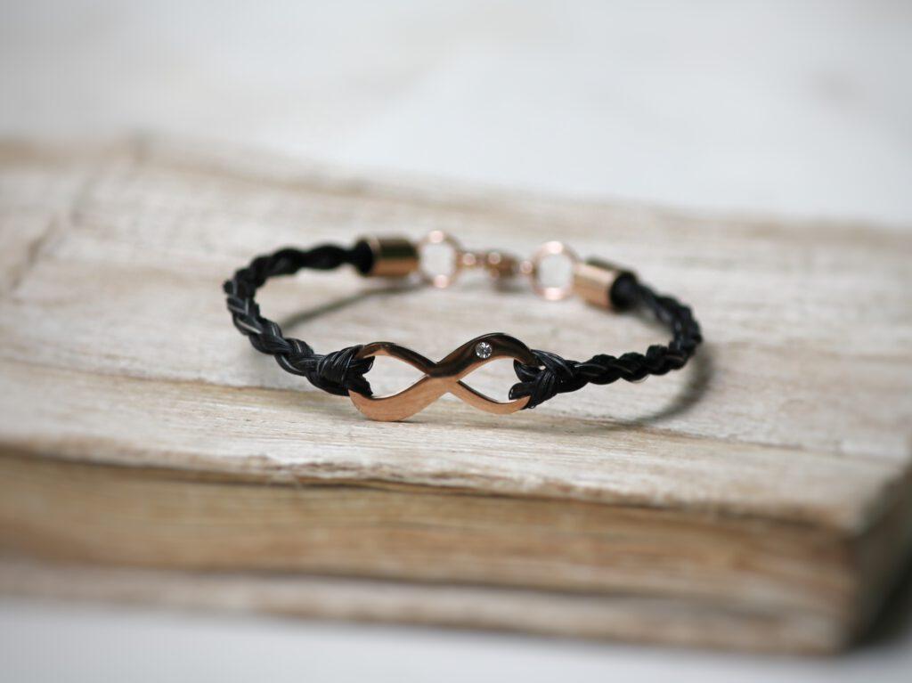 Armband mit Infinity mit Strassstein gold/roségold